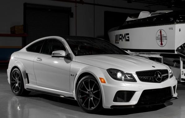 Картинка car, машина, обоя, тюнинг, гараж, катер, белая, white, mercedes, автомобиль, black, мерседес, auto, benz, tuning, ...