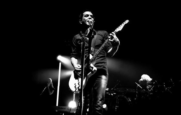 Картинка темнота, гитара, силуэт, концерт, placebo, brian molko, пласибо