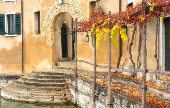 Картинка осень, дом, дверь, окно, Италия, Венеция, арка, ставни