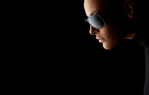 Картинка девушка, модель, губы, красные, red, girl, красивая, смотрит, beautiful, в чёрных очках, model, lips, looks, …