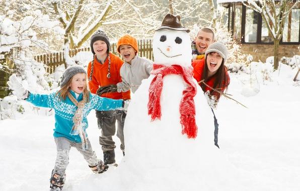 Картинка зима, снег, настроение, новый год, семья, снеговик