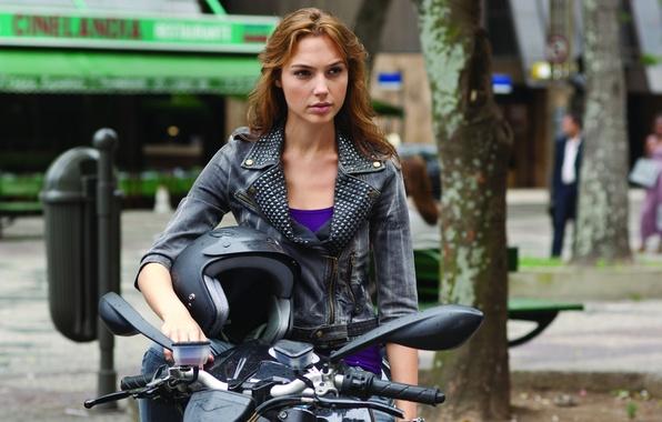 Картинка актриса, мотоцикл, шлем, Форсаж, Галь Гадот, Gal Gadot