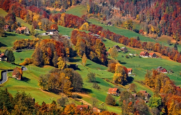 Картинка дорога, осень, трава, деревья, горы, дома, склон, Альпы