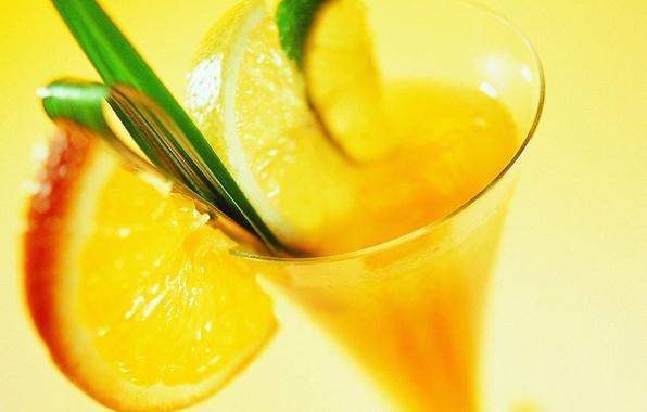 Фото обои макро, желтый, лимон, коктель, бокал, апельсин, лайм, напиток, листочек, дольки