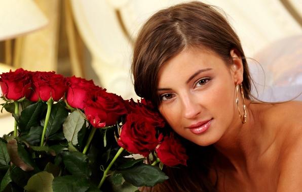 Картинка глаза, девушка, лицо, милая, модель, волосы, букет, серьги, кожа, нос, прическа, губы, брови, red, красивая, …