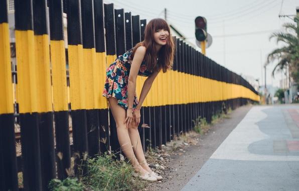 Фото обои девушка, улыбка, улица