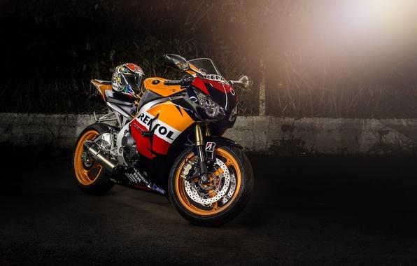 Картинка мотоцикл, шлем, honda, блик, bike, хонда, supersport, repsol, cbr1000rr, репсол