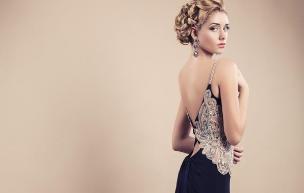 Картинка взгляд, девушка, лицо, фон, модель, волосы, спина, макияж, платье, прическа, красивая, вечернее