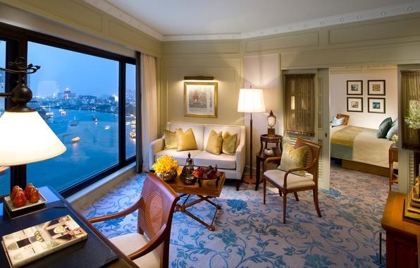 Картинка цветы, дизайн, город, стиль, диван, вид, лампа, интерьер, светлый, вечер, окно, кресла, картины, Бангкок, комнаты, …