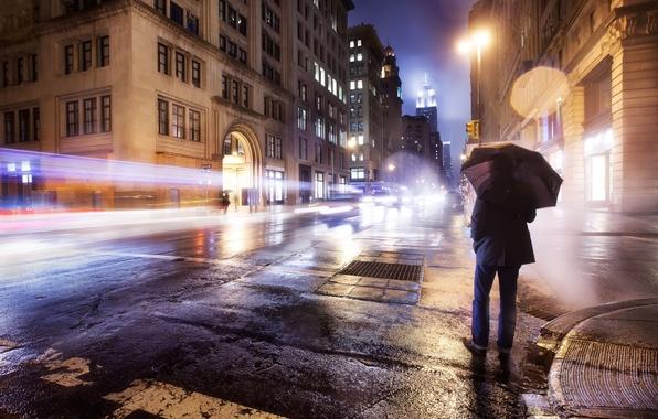 Картинка дорога, огни, одиночество, дождь, настроение, обои, улица, зонт, wallpaper, мужчина, америка, нью-йорк, сша, new york, …