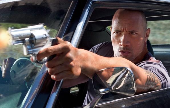 Картинка машина, взгляд, скала, пистолет, мужик, актёр, actor, рестлер, Дуэйн Джонсон, The Rock, Faster, Dwayne Johnson, ...