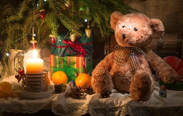 Картинка игрушки, новый год, свеча, ель, апельсины, ветка, мишка, подарки, ткань, ёлка, фрукты, шишки, мешковина, коробки