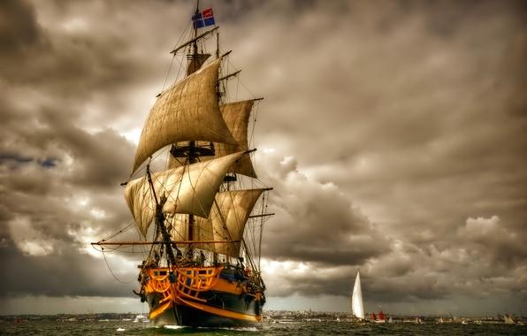 Картинка море, небо, тучи, лодка, корабль, парусник, парус