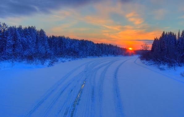 Картинка зима, дорога, лес, небо, облака, закат, зарево