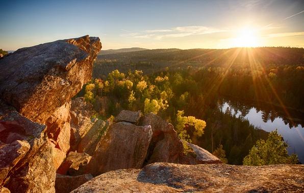 Картинка лес, солнце, лучи, река, скалы, утро