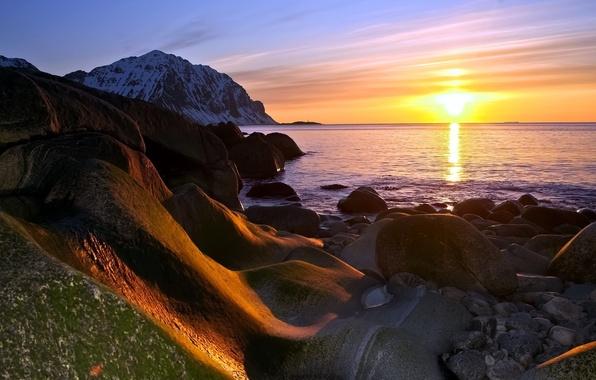 Картинка море, солнце, снег, пейзаж, закат, горы, камни, вечер, природа.
