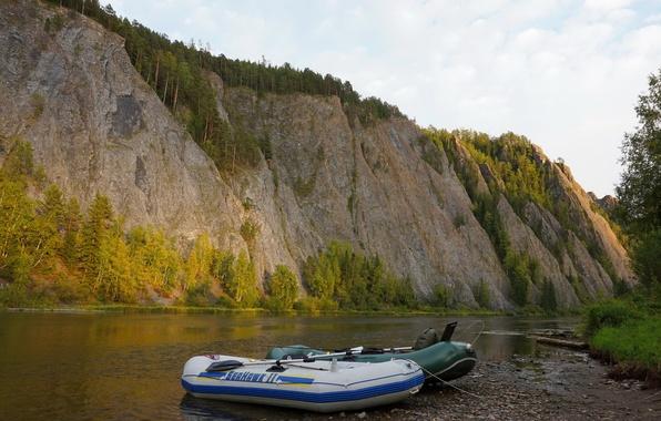 Картинка деревья, река, скалы, берег, лодки