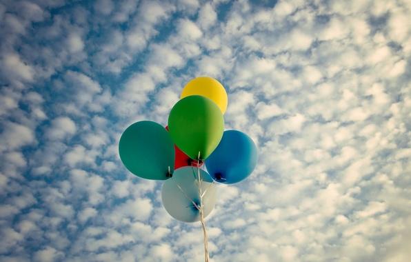 Картинка небо, облака, шарики, воздушные шары, фон, widescreen, обои, настроения, яркие, цветные, wallpaper, широкоформатные, background, полноэкранные, …