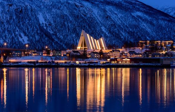 Картинка зима, снег, деревья, горы, ночь, city, город, lights, огни, дома, освещение, Норвегия, trees, night, winter, …
