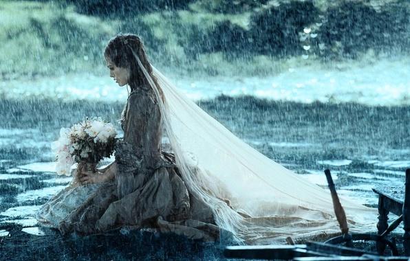 Картинка девушка, дождь, букет, Кира Найтли, фата, нееста, сундук мертвеца, элизабет суонн