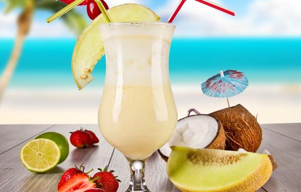Картинка море, пляж, вишня, пальма, стол, бокал, кокос, клубника, сок, зонтики, коктейль, лайм, напиток, трубочки, дыня