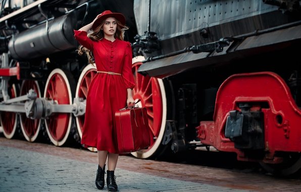 Картинка девушка, стиль, модель, паровоз, ситуация, перрон, чемодан, шляпка, красное платье, Алина Турова