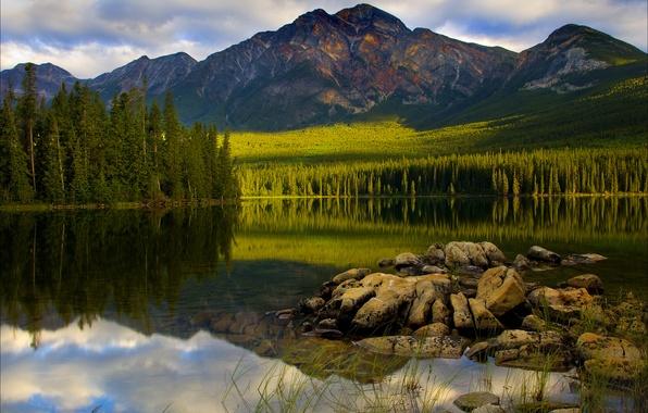 Картинка лес, небо, облака, деревья, закат, горы, озеро, отражение, камни, ель, Canada, Jasper National Park