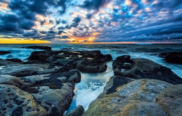 Картинка пляж, небо, облака, камни, берег, утро