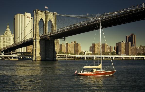 Картинка река, здания, Нью-Йорк, яхта, Бруклинский мост, New York City, Brooklyn Bridge, East River, Ист-Ривер
