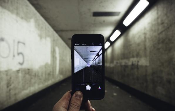 Картинка свет, фотография, iPhone, коридор, пальцы