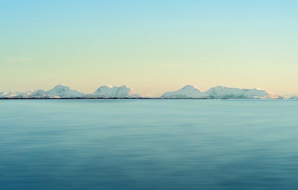 Картинка море, небо, снег, закат, холмы, берег, горизонт