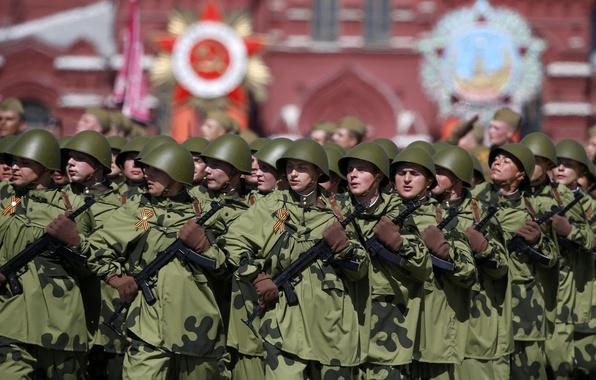 Картинка праздник, день победы, солдаты, форма, ряды, красная площадь, 9 Мая