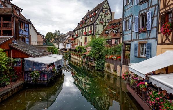 Картинка небо, цветы, Франция, дома, канал, кафе, Кольмар, фахверк