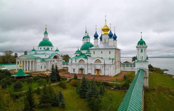 Картинка небо, река, стена, крест, двор, собор, кремль, колонны, купол, РОСТОВ