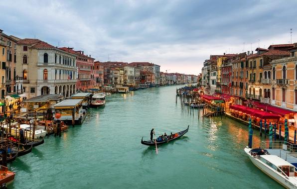 Картинка море, небо, тучи, город, люди, здания, дома, лодки, Италия, Венеция, Italy, гондолы, Venice, Venezia, Гранд-канал, …