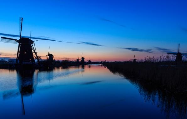Картинка небо, вода, облака, закат, гладь, отражение, река, вечер, мельницы, Нидерланды