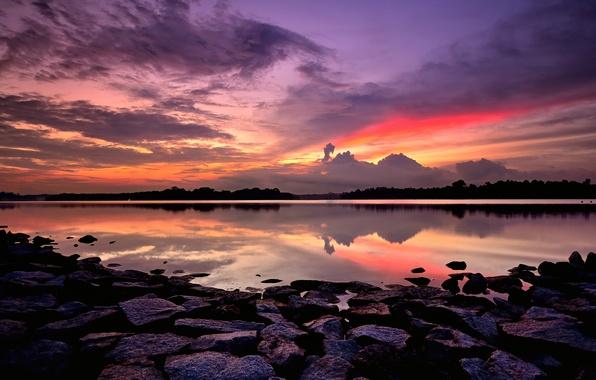 Картинка небо, облака, закат, оранжевый, яркий, камни, берег, вечер, залив, Сингапур, сиреневое