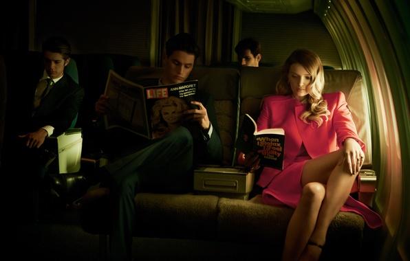 Картинка девушка, самолет, модель, журнал, салон, мужчины, Lily Donaldson, читают, Лили Дональдсон
