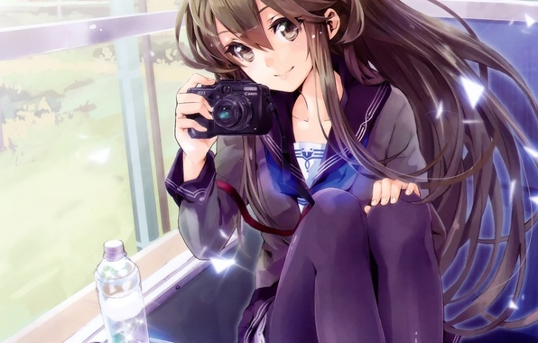 Картинка девушка, природа, улыбка, бутылка, поезд, аниме, окно, арт, фотоаппарат, школьница, yuugen
