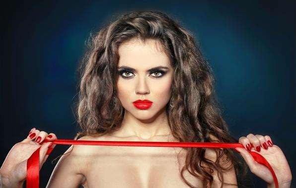 Картинка взгляд, девушка, фон, волосы, руки, макияж, помада, губы, красная ленточка