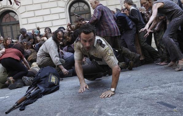 Картинка толпа, зомби, zombie, сериал, актёр, serial, The Walking Dead, Rick Grimes, Ходячие мертвецы, Andrew Lincoln, …