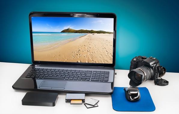 Картинка карты, пейзаж, стол, мышь, фотоаппарат, жесткий, рабочий, ноутбук, диск, фотик, экран, camera, морской, hi-tech, боке, …