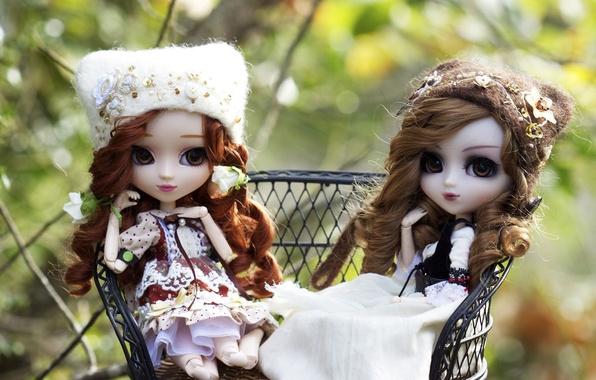 Картинка девочки, игрушки, куклы, шапки, локоны, сидят