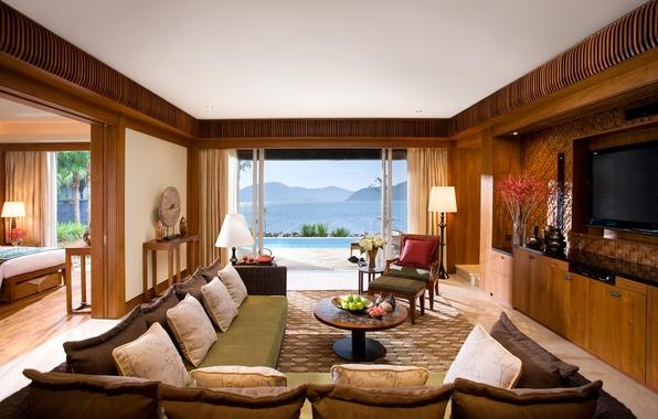 Картинка море, горы, дом, комната, диван, кровать, подушки, бассейн, телевизор, кресла, спальня, пейзаж.
