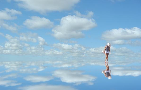 Картинка небо, облака, синий, отражение, женщина, зеркало, sky, woman, blue, clouds, reflection, mirror