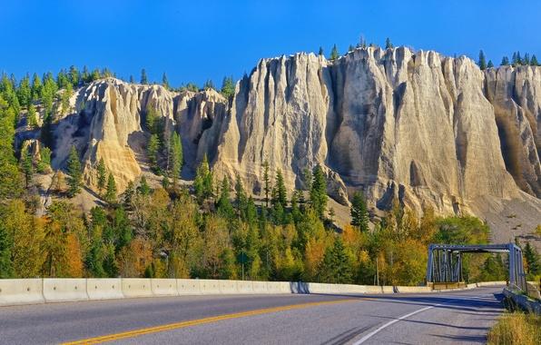 Картинка дорога, деревья, горы, мост, скалы, Канада, Canada, British Columbia, Британская Колумбия, Dutch Creek Hoodoos