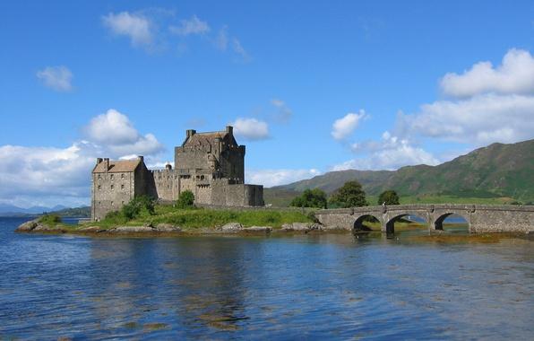 Картинка море, небо, облака, деревья, горы, мост, озеро, замок, Шотландия