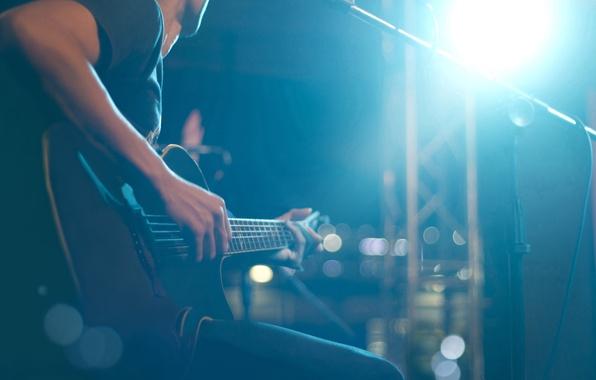 Картинка огни, сцена, гитара, струны, music, размытость, звук, концерт, guitar, зал, инструмент, музыкант, разноцветные, играет, лады, …
