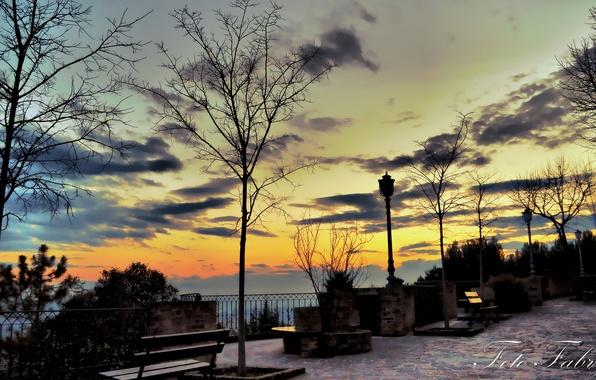 Картинка закат, фонари, скамейки, сквер, Fabry