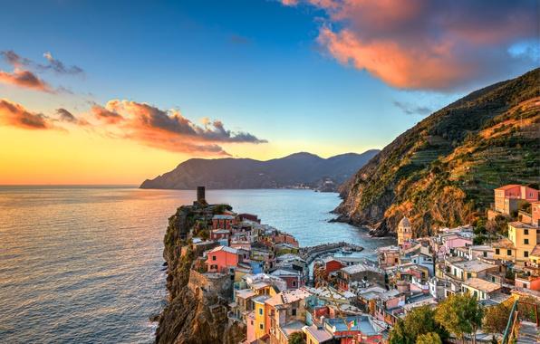 Картинка море, закат, горы, побережье, здания, Италия, Italy, Лигурийское море, Вернацца, Vernazza, Cinque Terre, Чинкве-Терре, Лигурия, ...